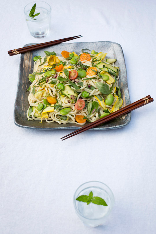 udon salad with summer vegetables